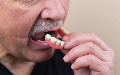 How to prevent bacteria from invading the mucous membranes of the mouth and throat